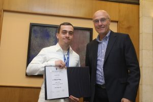 M.Sc. student Daniel Kariv, receiving the Hillel Prize