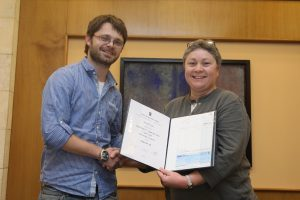 Ph.D. student Roni Tsalik, receiving the Shinar Prize